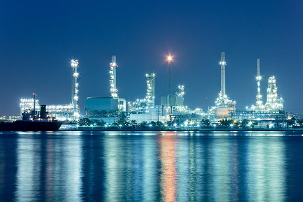 Shutterstock _115561654-River And Oil Refinery Factory With Reflection In Bangkok -Thailand - Web